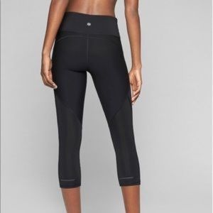 Athleta stealth Skulptek high rise black Capri